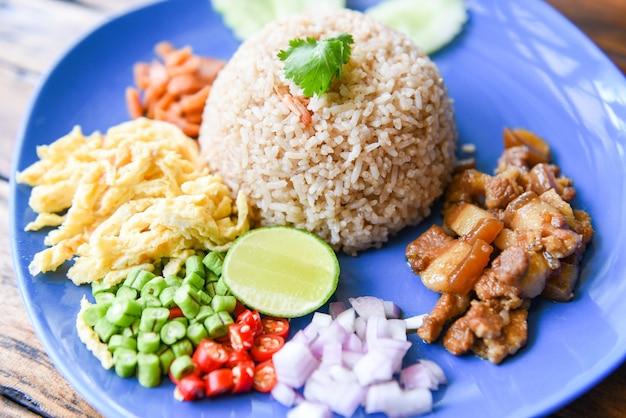 Ryż Doprawiony Krewetkami Premium Zdjęcia