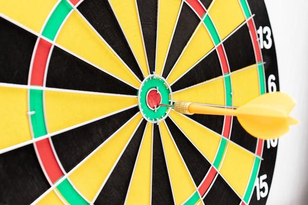 Rzutki Ze Strzałką W Dziesiątkę Z Bliska, Cele I Koncepcja Targetowania Premium Zdjęcia