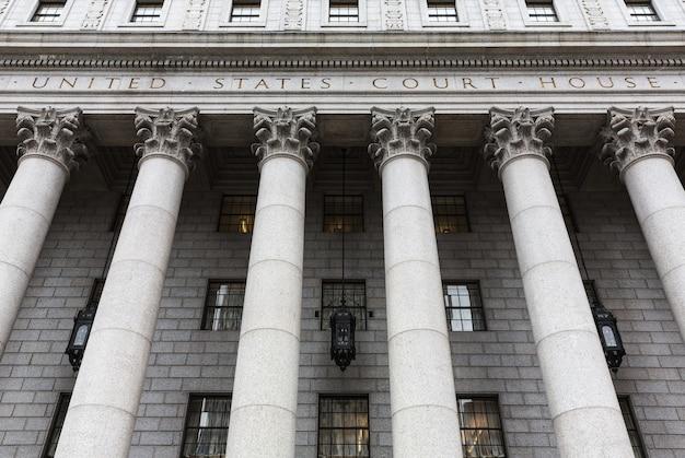 Sąd Stanów Zjednoczonych. Fasada Sądu Z Kolumnami, Dolny Manhattan, Nowy Jork Premium Zdjęcia