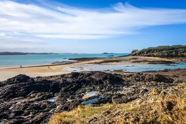 Saint-malo Plaża I Seascape, Bretania, Francja Premium Zdjęcia