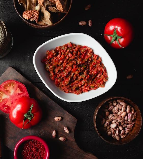 Sałatka Pokruszony Bakłażan Z Papryką I Pomidorami Darmowe Zdjęcia
