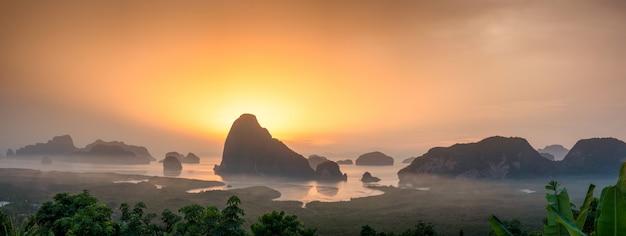 Samet Nang Ona Jest Najlepszym Punktem Widokowym Na Zatokę Phang Nga W Phangnga W Południowej Tajlandii Premium Zdjęcia