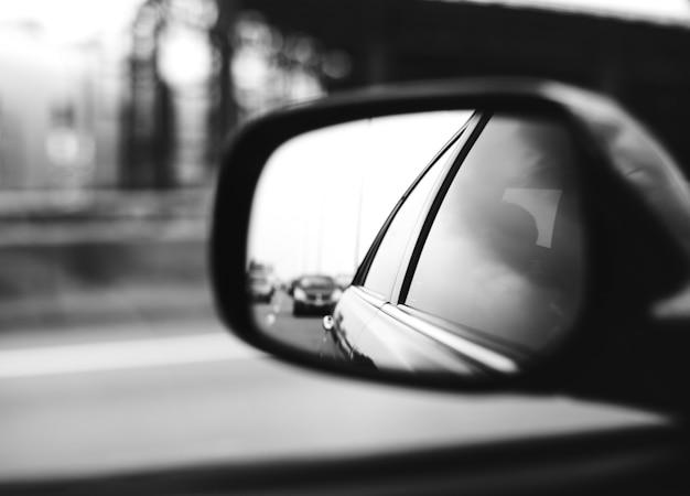 Samochód z lusterkiem samochodowym Darmowe Zdjęcia