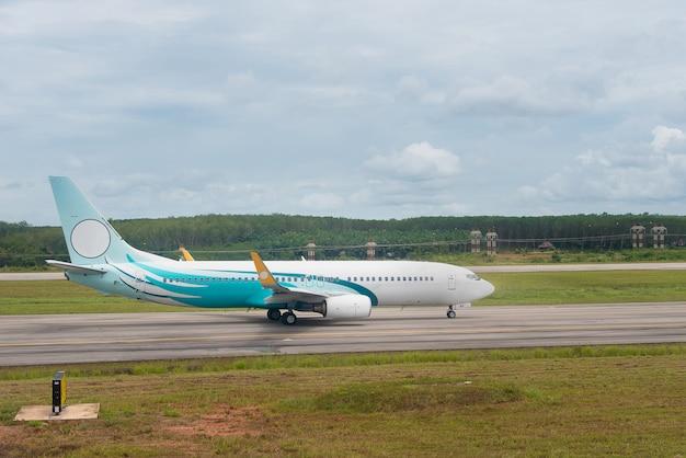 Samolot Na Pasie Startowym Premium Zdjęcia
