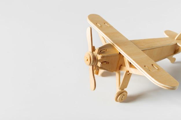 Samolot Zabawka Na Białym Tle Premium Zdjęcia