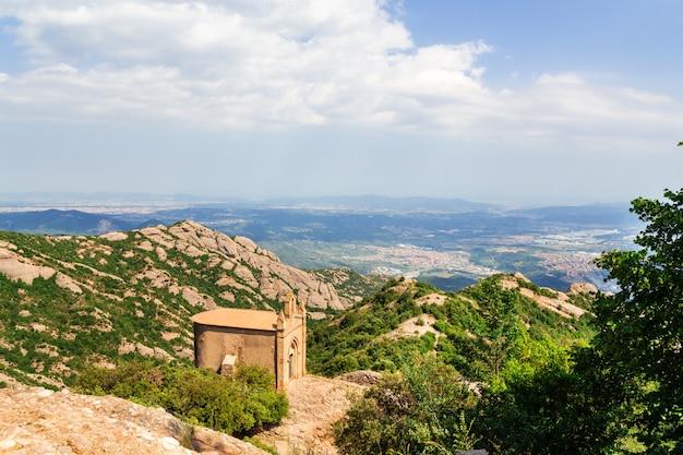 Sant joan kaplica w górach klasztoru montserrat, katalonia, barcelona Premium Zdjęcia