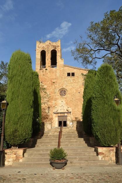 Sant Pere Kościół średniowiecznej Wioski Pals, Prowincja Girona, Katalonia, Hiszpania Premium Zdjęcia