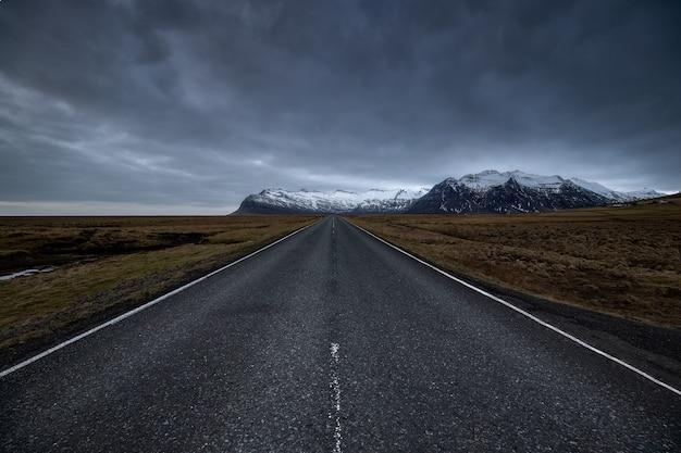 Sceneria Autostrady Na Wsi Podczas Zachodu Słońca Darmowe Zdjęcia