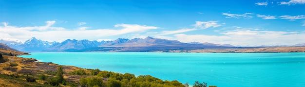 Sceniczny widok jeziorny pukaki i góra cook przy południową wyspą nowa zelandia, lato, podróży miejsc przeznaczenia pojęcie Premium Zdjęcia