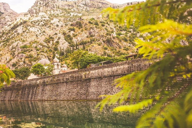 Ściana Czarnogórskiego Starego Miasta Kotor Premium Zdjęcia