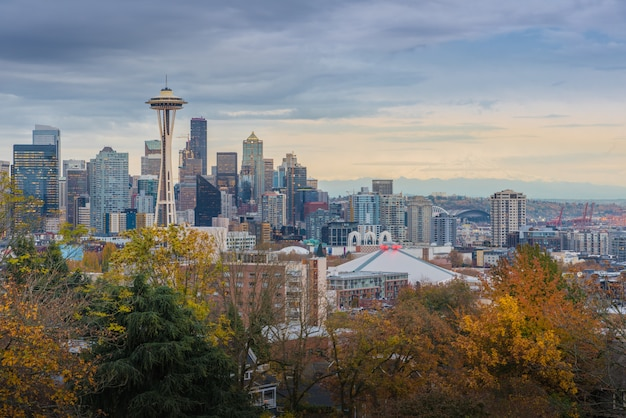 Seattle Cityscape Wcześnie Monring Jesienią Premium Zdjęcia