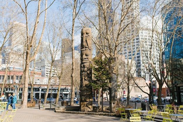 Seattle, Waszyngton, Usa. Słup Totemowy Pioneer Square Premium Zdjęcia