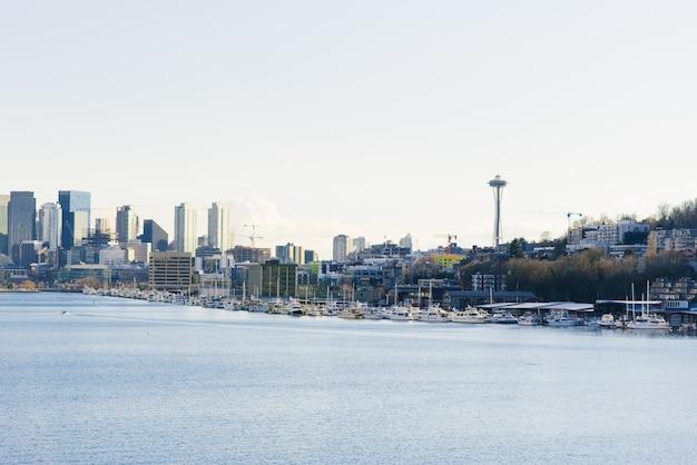 Seattle. Widoki Na Centrum Miasta, Kosmiczną Igłę I Zatokę Premium Zdjęcia