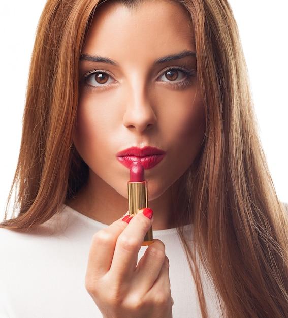 Seksowna brunetka stosowania czerwona szminka. Darmowe Zdjęcia