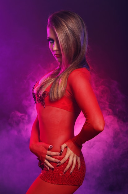 Seksowna Tancerka W Czerwieni Darmowe Zdjęcia