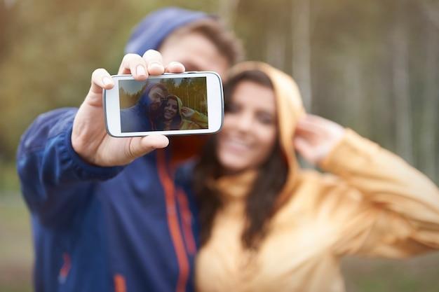 Selfie Z Moją Dziewczyną W Deszczowy Dzień Darmowe Zdjęcia