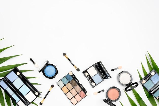 Set Różni Kosmetyki Z Kopii Przestrzenią Na Białym Tle Darmowe Zdjęcia