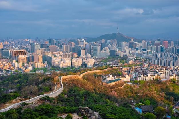 Seul Linia Horyzontu Na Zmierzchu, Korea Południowa. Premium Zdjęcia