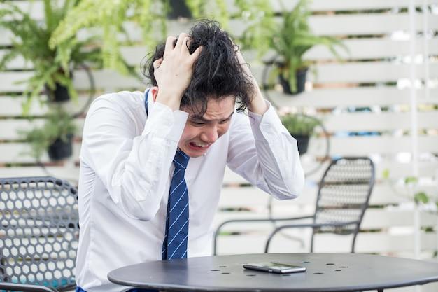 Sfrustrowany Młody Biznesmen Azji Nie Czuł Się Beznadziejnie Premium Zdjęcia