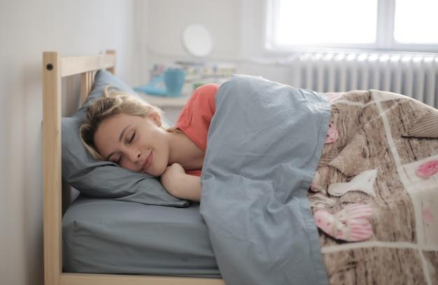Shallow Focus Shot Of A Sleeping Female Darmowe Zdjęcia