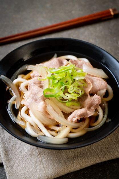 Shoyu udon ramen makaron z wieprzowiną (shoyu ramen) Premium Zdjęcia