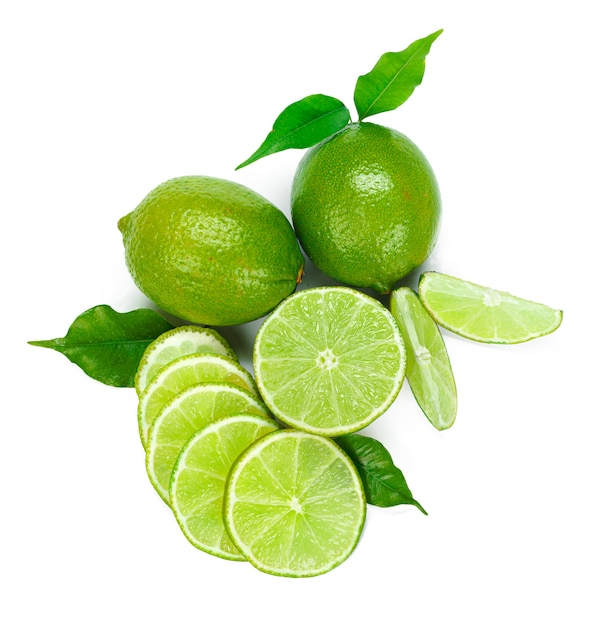 Siekająca Wapno Owoc Odizolowywająca Na Białym Tle Premium Zdjęcia