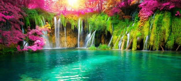 Siklawa Krajobraz Plitvice Jeziora Chorwacja. Premium Zdjęcia