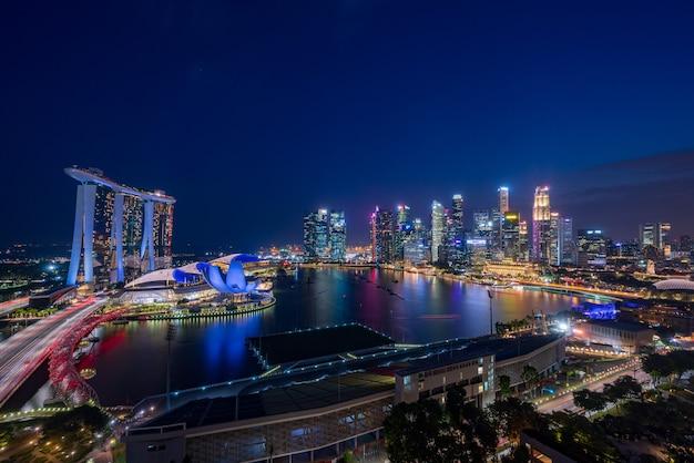 Singapur Wieżowce Nocą Premium Zdjęcia