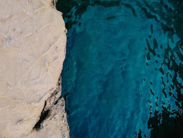 Skalisty lato krajobraz z dennym tłem Darmowe Zdjęcia