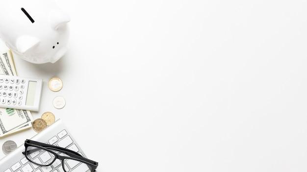 Skarbonka I Pieniądze Kopia Przestrzeń Biała Tapeta Premium Zdjęcia