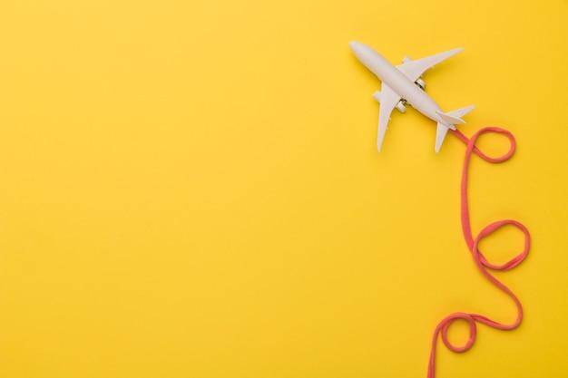 Skład Samolotu Zabawka Z Różową Linią Lotniczą Darmowe Zdjęcia