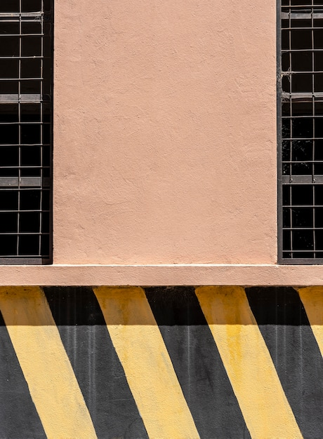 Skopiuj ścianę Przestrzeni Z Czarnymi I żółtymi Paskami Darmowe Zdjęcia