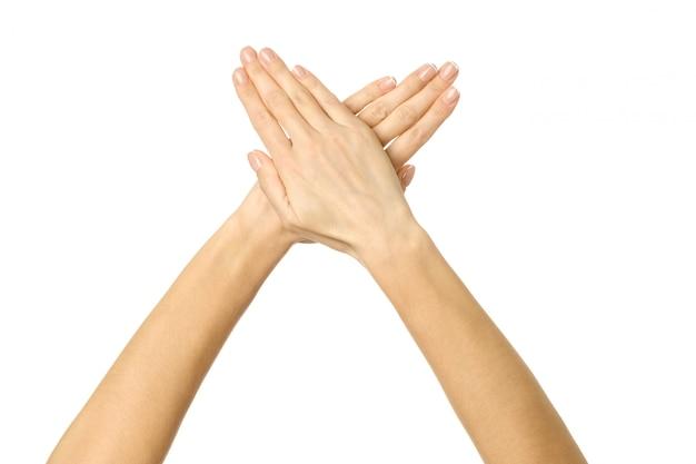 Skrzyżowane Ręce. Kobiety Ręki Gestykulować Odizolowywam Na Bielu Premium Zdjęcia