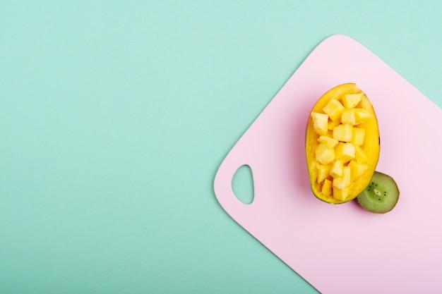 Śliczna kompozycja z mango i kiwi Darmowe Zdjęcia