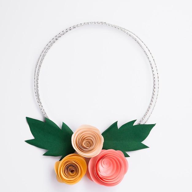 Śliczna Papierowych Kwiatów Rama Na Białym Tle Darmowe Zdjęcia