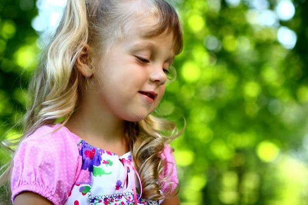 Słodka i piękna dziewczyna z mamą Darmowe Zdjęcia