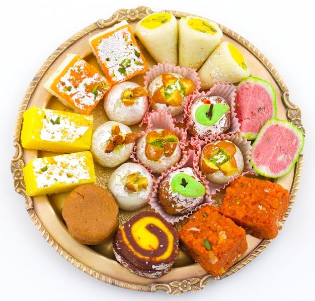 Słodka żywność tradycyjnej mieszanki indyjskiej Premium Zdjęcia