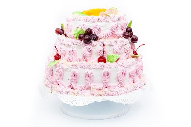 Słodki Deser Ciasto Z Wiśniami Na Na Białym Tle. Premium Zdjęcia
