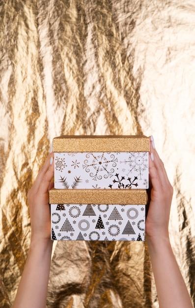 Słodkie pudełka na prezenty, które odbyły się w dłoni Darmowe Zdjęcia