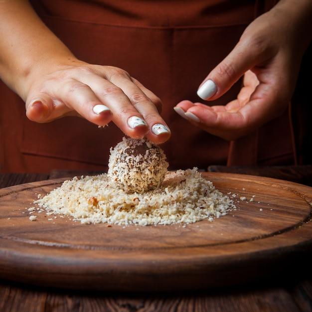 Słodycze Z Bliska Ręcznie Robione Ręcznie Słodycze Z Orzechów, Suszonych Owoców I Miodu Darmowe Zdjęcia