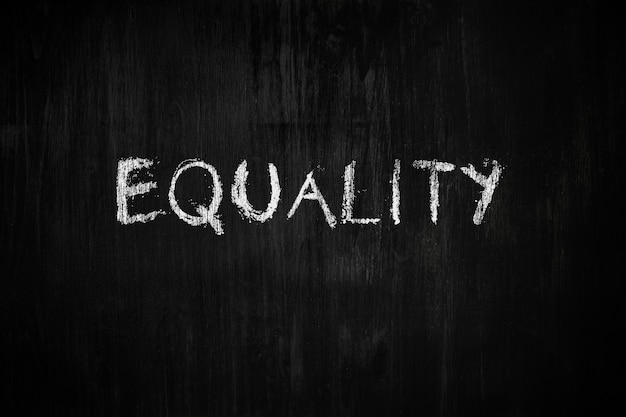 Słowo Równość Na Tablicy Premium Zdjęcia