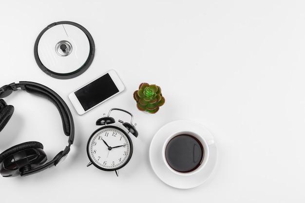 Słuchawki i budzik odizolowywający Premium Zdjęcia