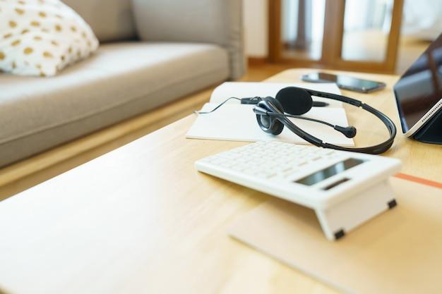 Słuchawki I Przybory Szkolne Telekonferencja Z Wykorzystaniem Lekcji Kursu Online Premium Zdjęcia