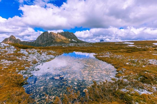 Słynna Góra Cradle W Parku Narodowym Nazwana Jej Imieniem W Tasmanii Premium Zdjęcia