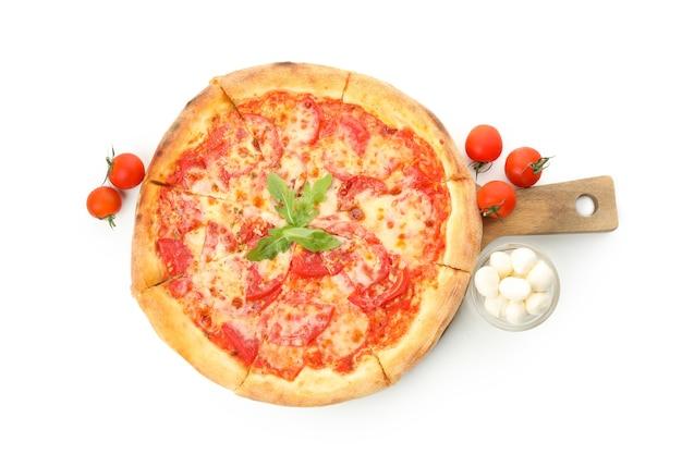 Smaczną Pizzę I Składniki Na Białym Tle Premium Zdjęcia
