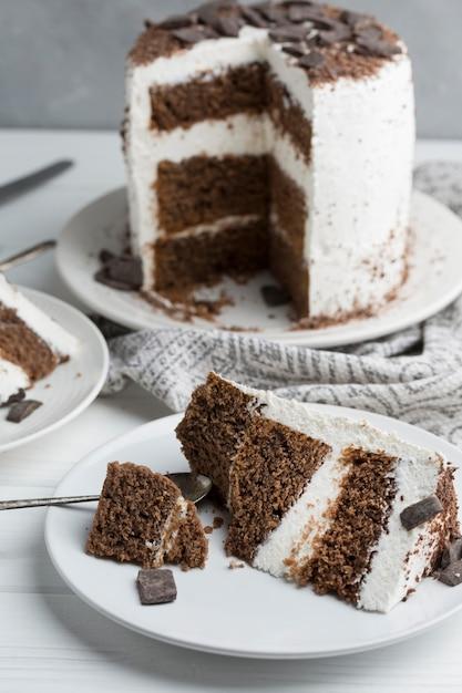 Smaczne Ciasto Na Białym Talerzu Darmowe Zdjęcia