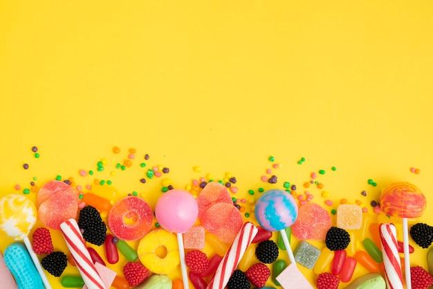 Smaczne Cukierki Na Stole Darmowe Zdjęcia