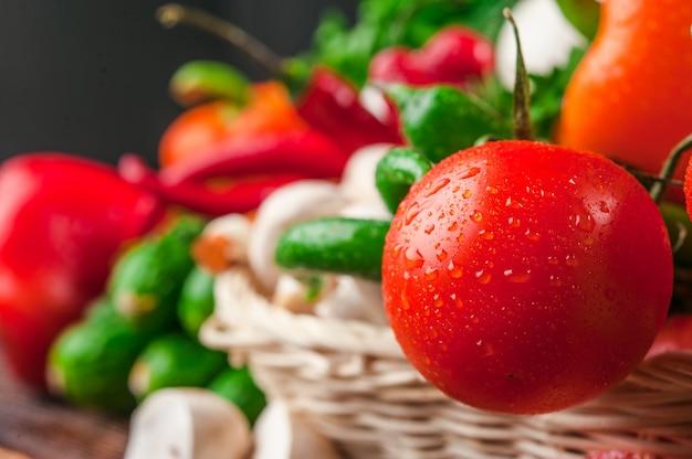 Smaczne I Zdrowe Jedzenie Warzyw I Owoców Premium Zdjęcia