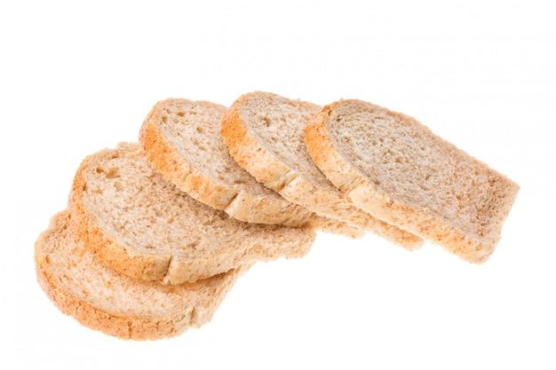 Smakowici pokrojeni świeżego chleba kawałki odizolowywający na bielu Premium Zdjęcia