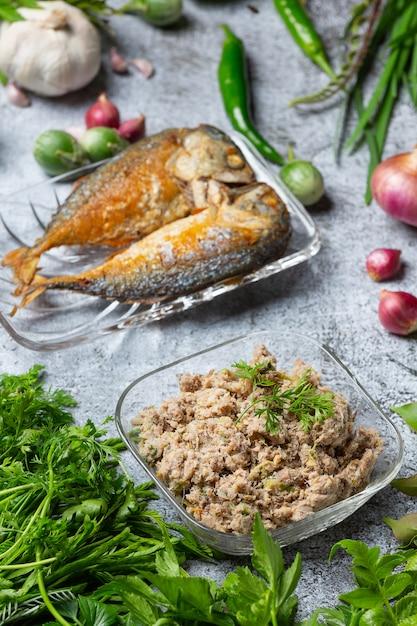 Smażona Makrela Chili Pasta I Zestaw Warzyw, Tajskie Jedzenie. Darmowe Zdjęcia